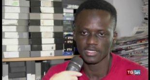 Mohamed, 15 anni e un sogno: Giocare a calcio.  Ma la burocrazia…